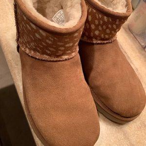 Ugh boots size 6/37